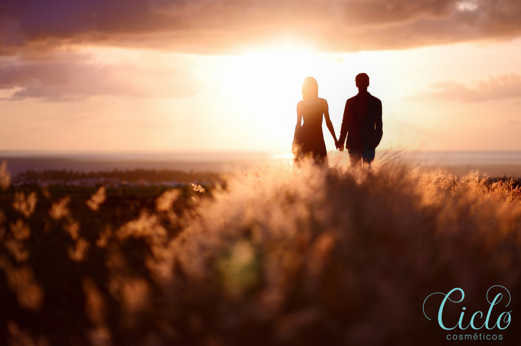 couple-looking-into-field